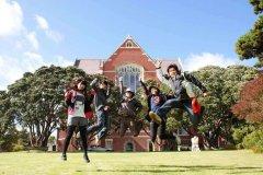 与在国内读大学相比,出国留学有什么优势?